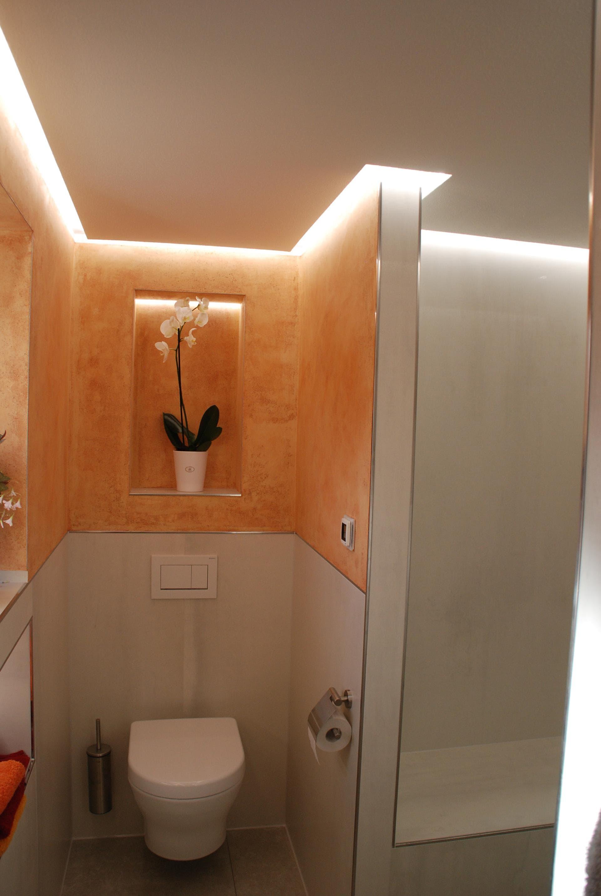 Kalkputz im Bad mit LED Beleuchtung - DER GESTALTUNGSMALER