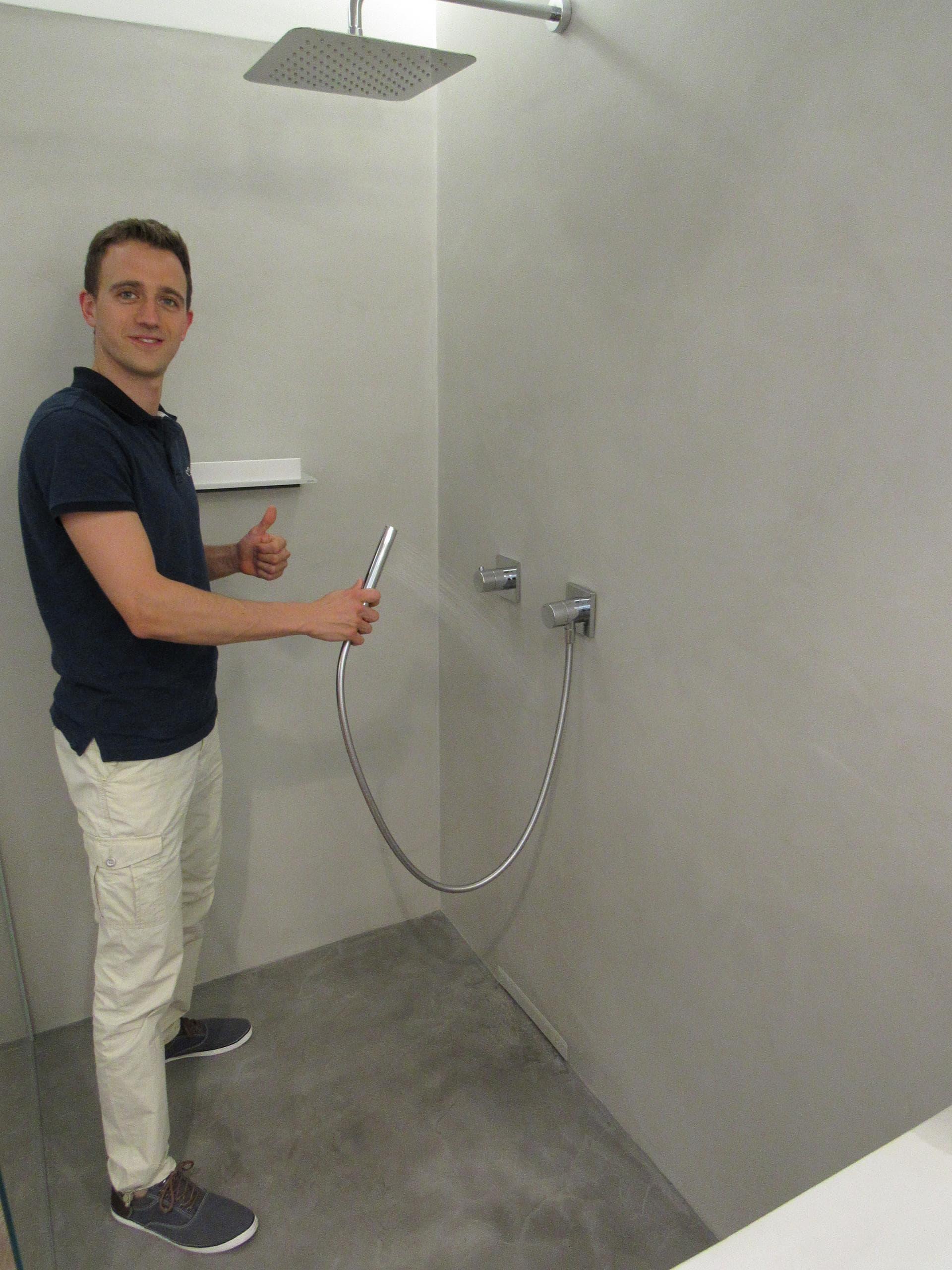 Öffentliche Ausstellung   fugenlos gespachtelte Dusche in Mainz ...
